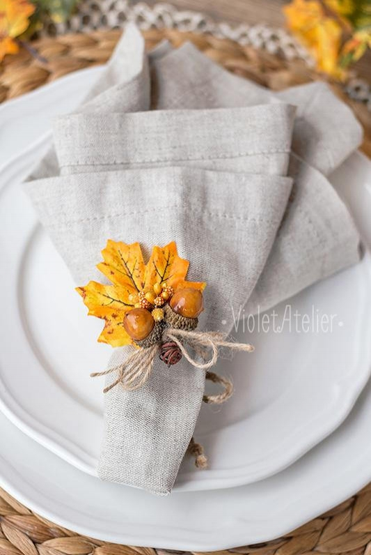 Thanksgiving Table Decor Centerpieces Place Settings - Mommy Blogger-Vlogger -- The Overwhelmed Mommy