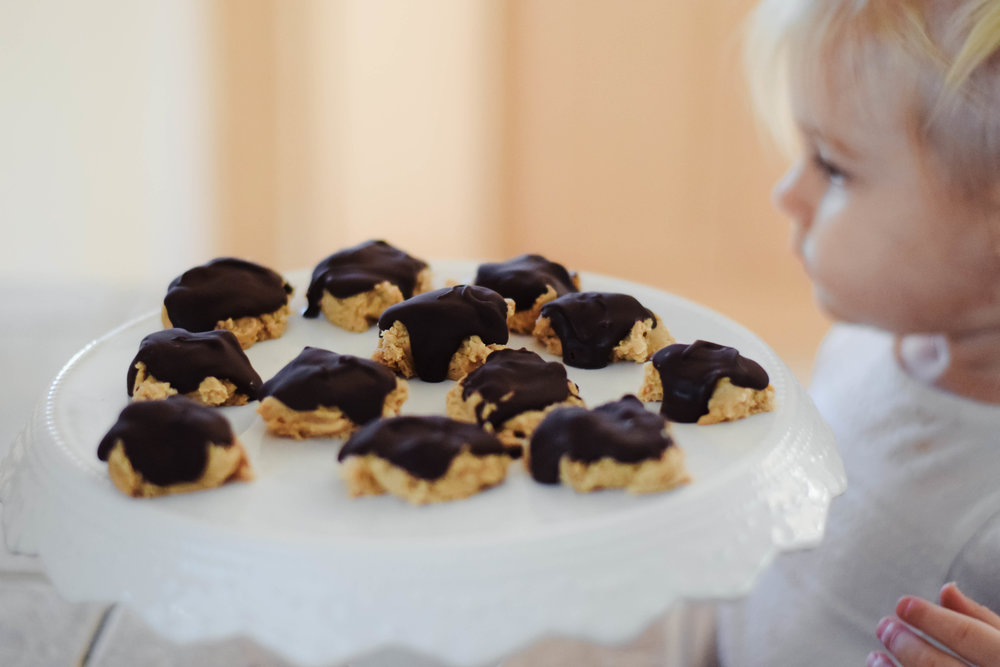 Easy, Quick, Delicious Holiday Dessert Ideas-Recipes -- Homemade Reese's - Peanut Butter Chocolate -- Mommy Blogger - The Overwhelmed Mommy