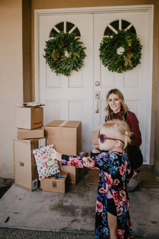 Tips for Online Holiday Shopping - Best Online Shopping Apps -- Shopify Arrive -- Mommy Blogger-Vlogger - The Overwhelmed Mommy