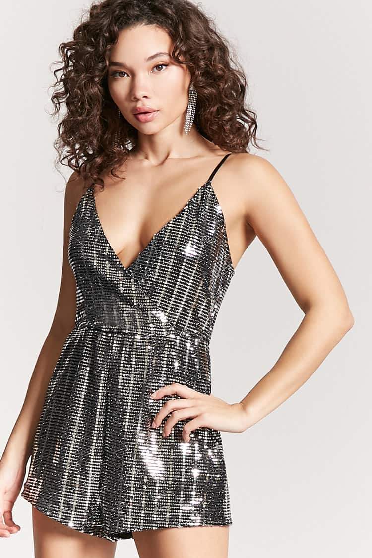 Inexpensive New Years Eve Dresses Under 50 - Sequin New Years Dress - Mommy Blogger-Vlogger - The Overwhelmed Mommy
