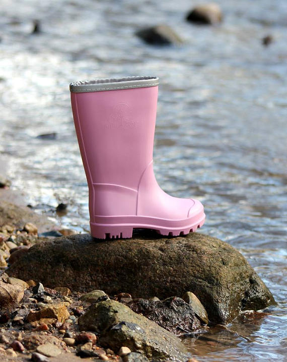 Cute Kids-Toddler Pink Rain Boots -- Mommy Blogger-Vlogger - The Overwhelmed Mommy