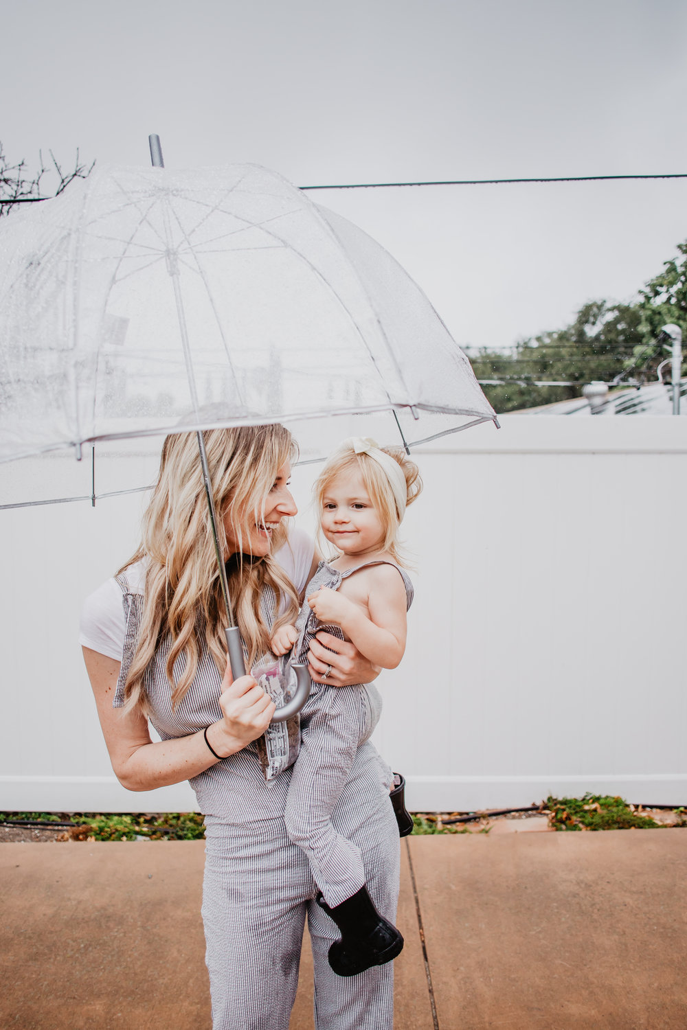 http://theoverwhelmedmommy.com/blog/17-indoor-rainy-day-activities-for-kids-mommy-blogger-vlogger-the-overwhelmed-mommy