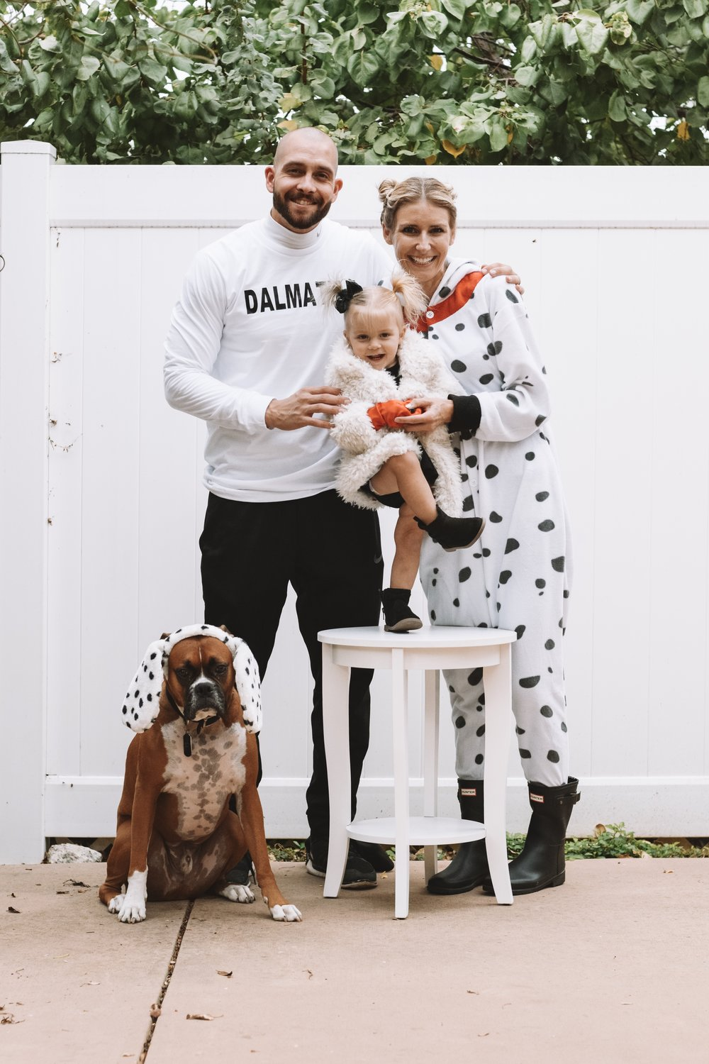 101 Dalmatians Family Halloween Costumes - Cute Family Pregnancy Halloween Costumes - The Overwhelmed Mommy Blogger