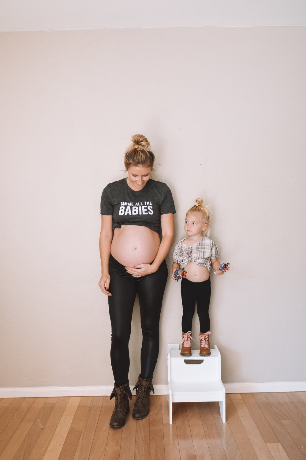 21 Week Pregnant Belly - Funny Pregnancy Shirts - The Overwhelmed Mommy Blogger