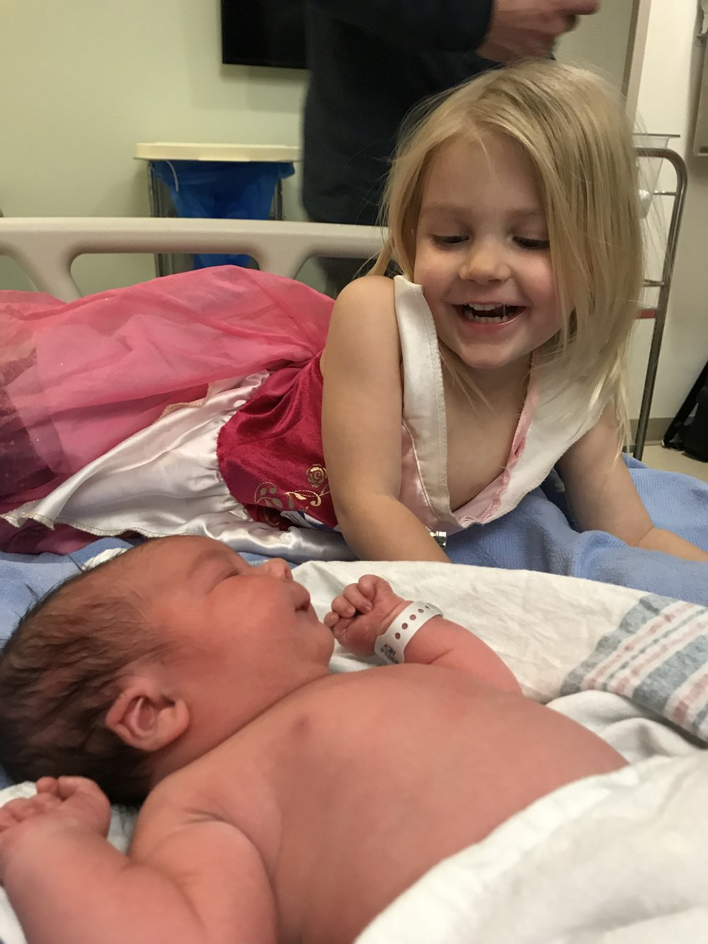 When Ava Met Franky - Tips for Introducing Your Second Baby into the Family - The Overwhelmed Mommy Blogger