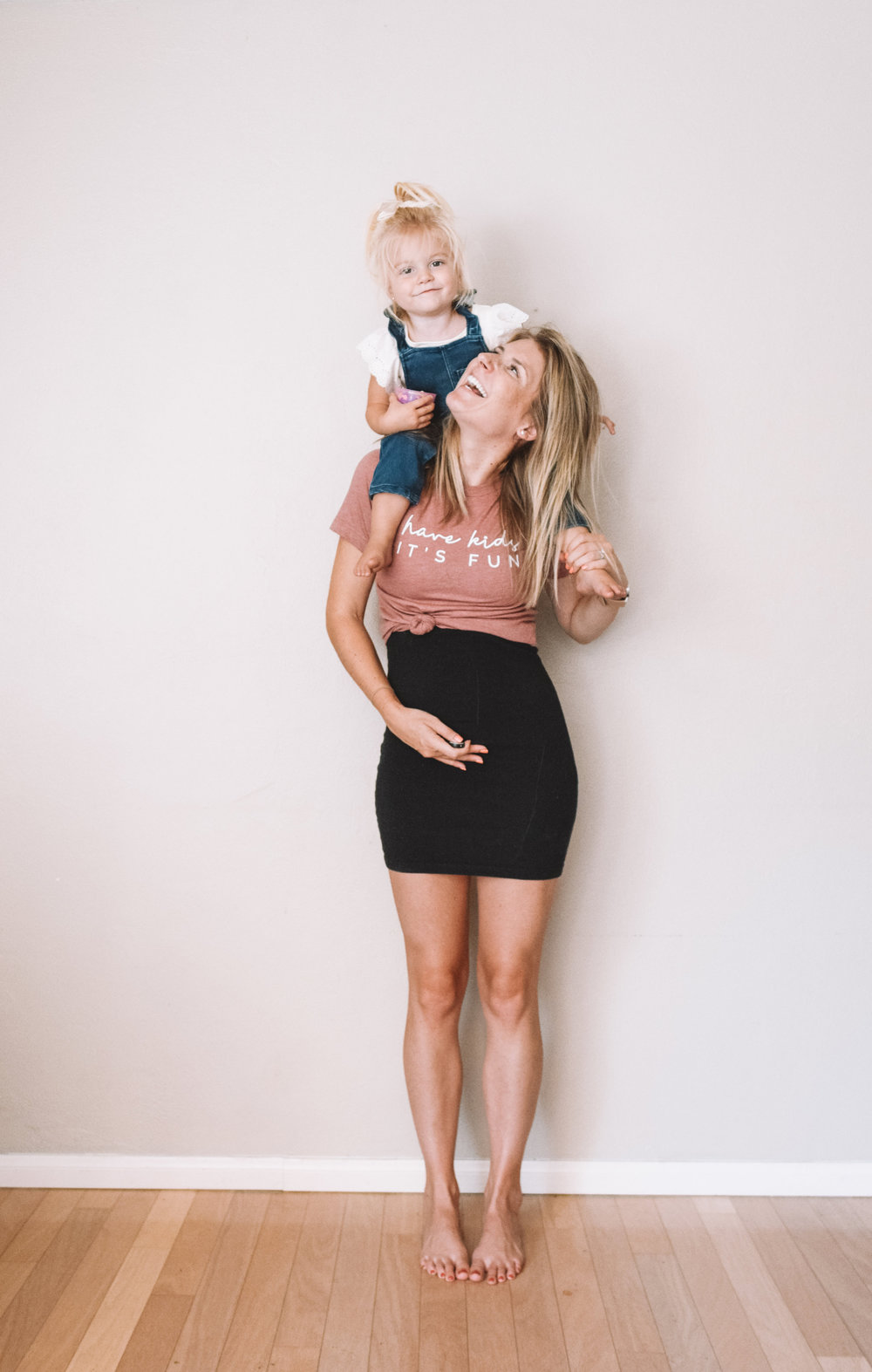 Funny Pregnancy Shirts - Cute Weekly Pregnancy Photos - The Overwhelmed Mommy Blogger