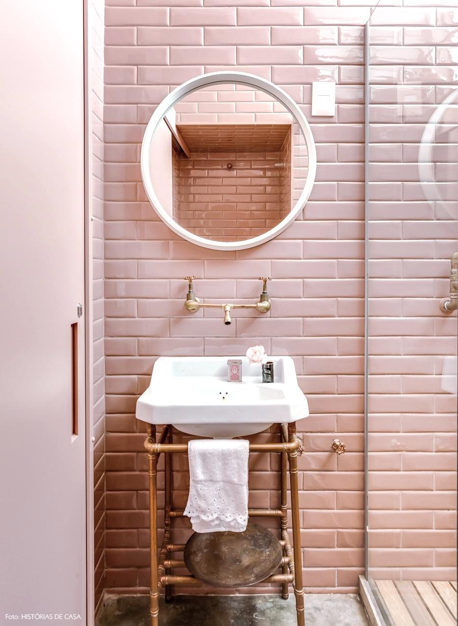 31-decoracao-banheiro-lavabo-rosa-subway-tiles-azulejos-metro.jpg