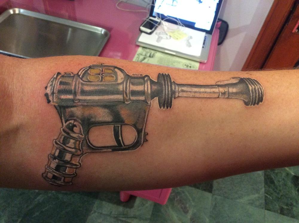 Buck_rodgers_gun_tattoo_vintage.jpg