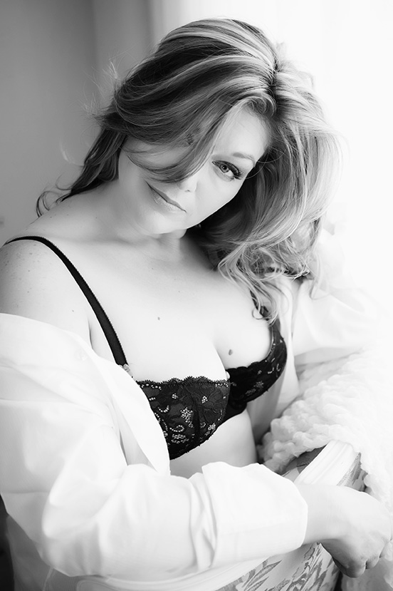 The beauty boudoir studio during your photo reveal session you will be able to view the classic black white look as well as the vibrant color image samples of yourself solutioingenieria Gallery