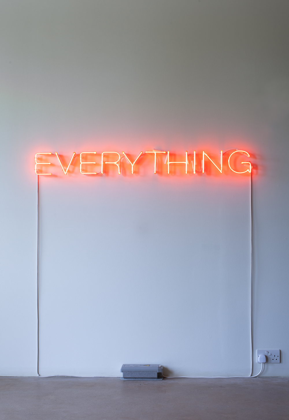 Work No. 2665  EVERYTHING 2016 Clear red neon 6 in / 15.2 cm high  Installation view, 'Martin Creed. What You Find', Hauser & Wirth Somerset, 2016 © Martin Creed Courtesy the artist and Hauser & Wirth Photo: Hugo Glendinning