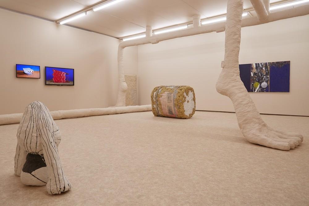 Modest-Villa-Immense-Versailles-installation-8-1200x800.jpg