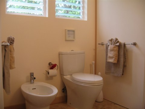 cottage 4 bathroom.jpg