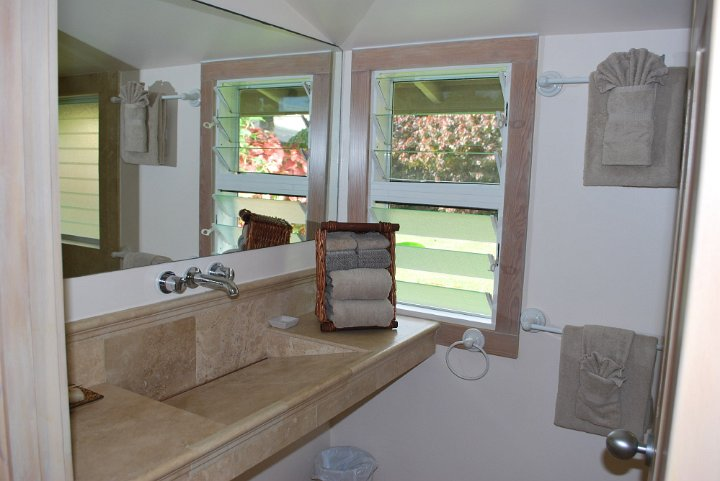 Cottage 5 Bathroom 1 of 2.jpg