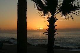 sunrise-409916__180.jpg