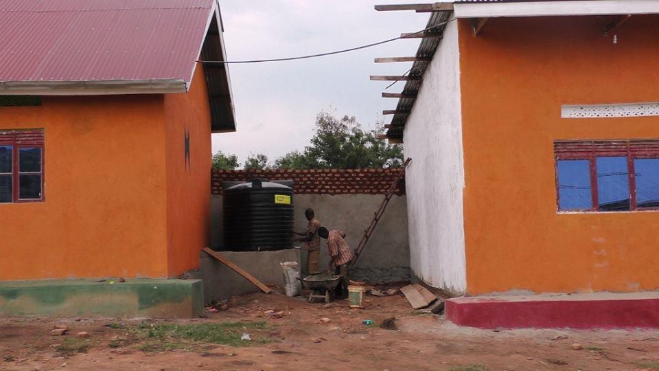 Workers install the 2500 liter Oguz Poroy Rainwater Harvesting Tank at BiZoHa
