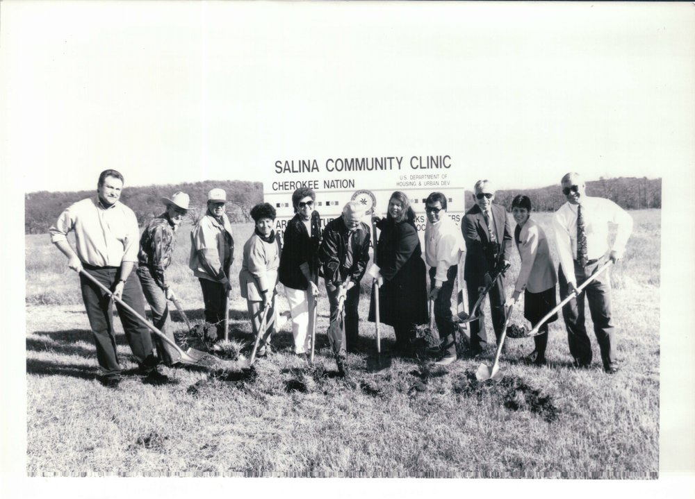 Wilma Mankiller and colleagues hold ceremonial shovels at the goundbreaking of the Salinas Community Clinic