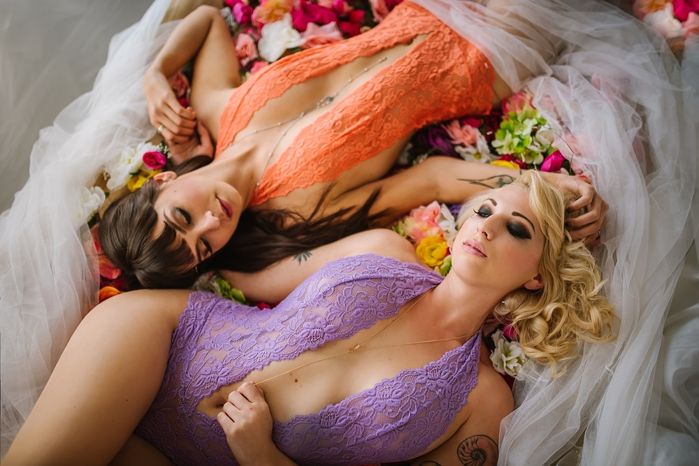 creative-hipster-boudoir-photos-tampa-studio-flowers-bathtub_0006.jpg