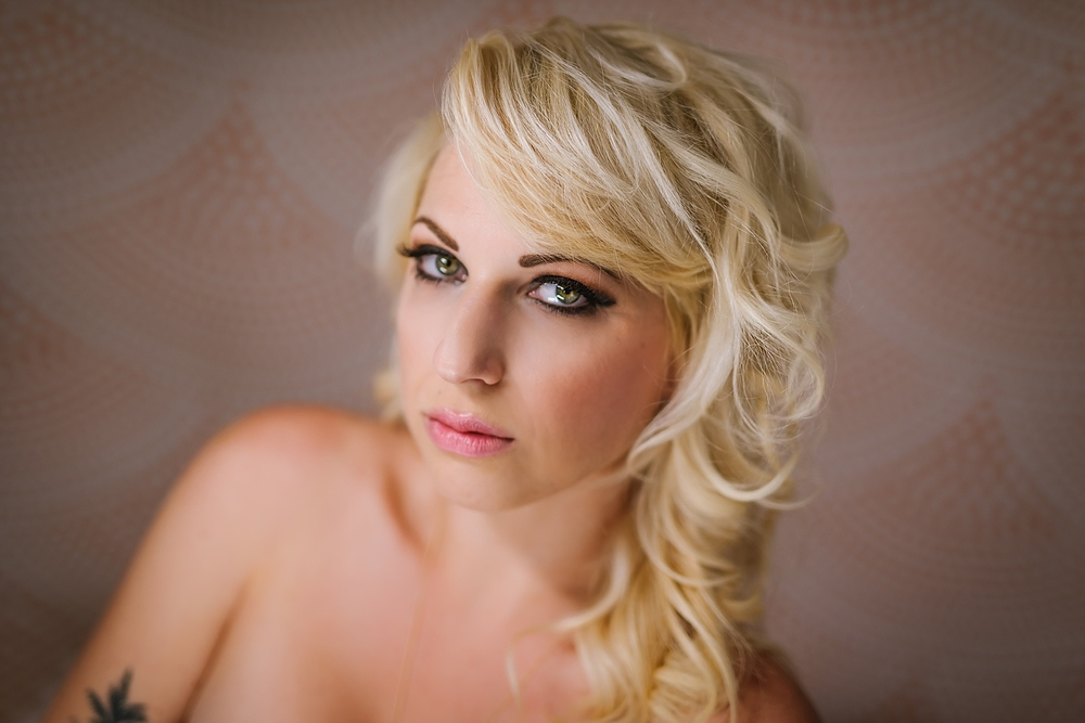 creative-hipster-boudoir-photos-tampa-studio-flowers-bathtub_0008.jpg