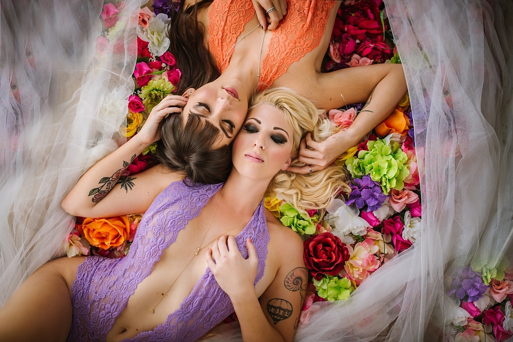 creative-hipster-boudoir-photos-tampa-studio-flowers-bathtub_0007.jpg
