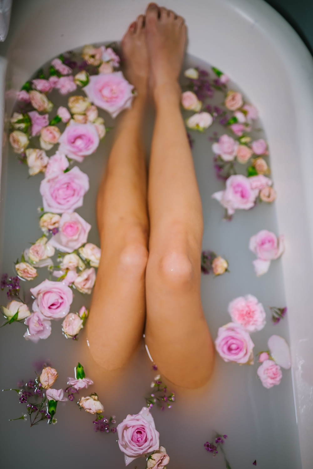 creative-hipster-boudoir-photos-tampa-studio-flowers-bathtub_0011.jpg