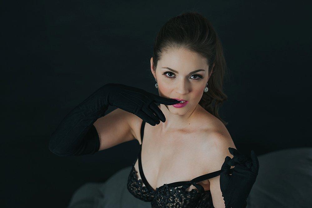 Dark-and-soultry-vintage-boudoir-4_blog.jpg