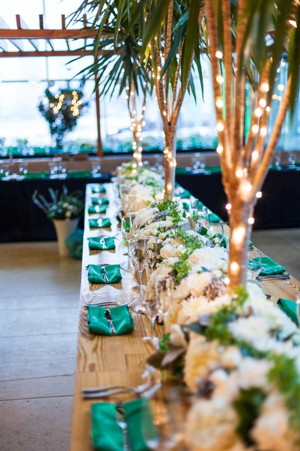 A Garden Party florist, Philadelphia Wedding florist, Lora Reehling Photography, Cira Centre, white wedding flowers, emerald green, lucite cake stand, floating candles, brooch bouquet