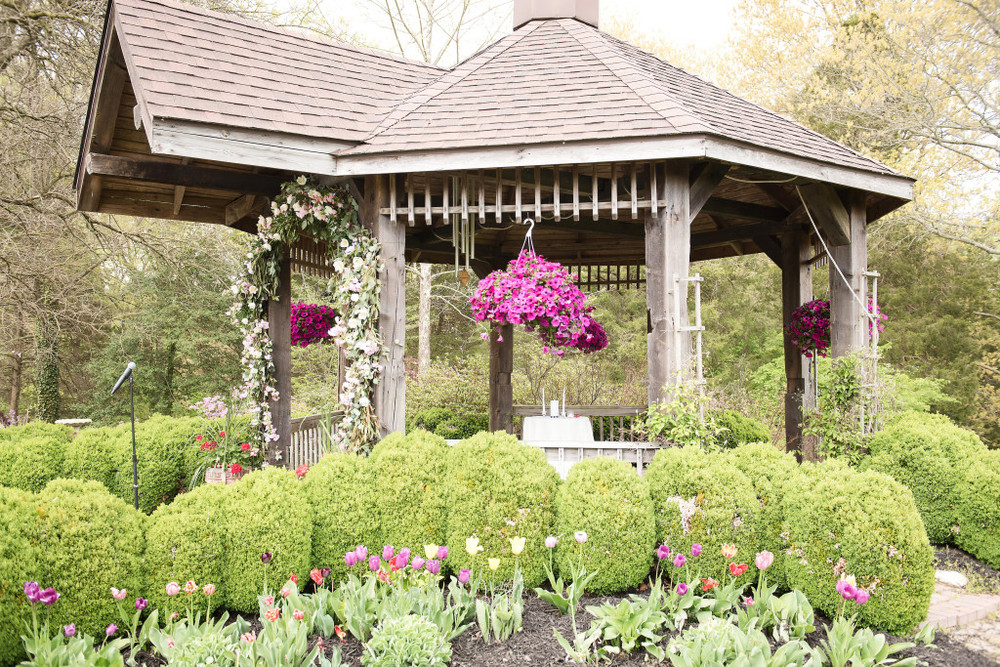 A Garden Party florist - Tina Jay Photography - Pratt Gardens - country wedding - rustic wedding - hydrangea - tulips - lavender - navy wedding