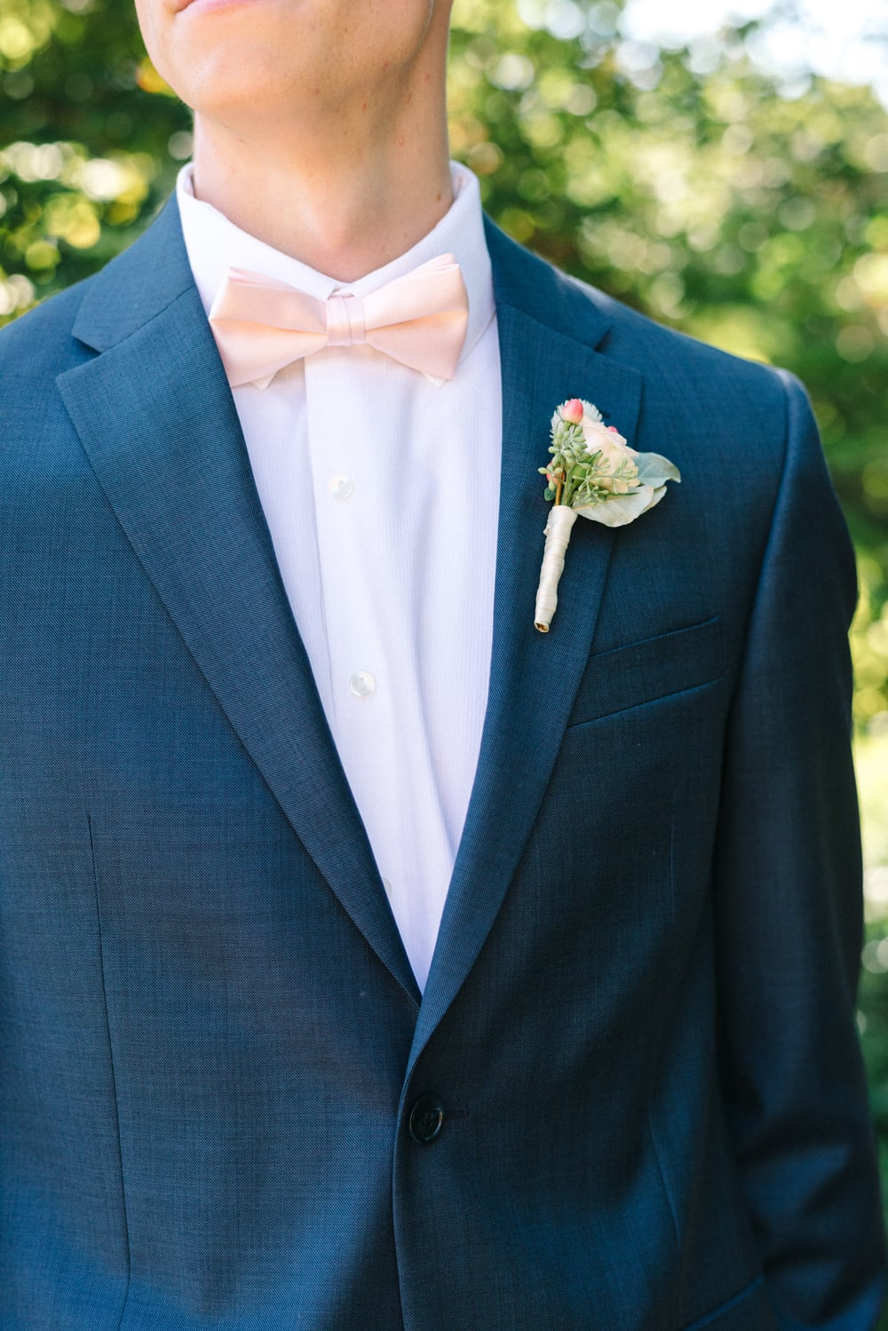 Andrew looked especially dapper in his navy blue suit, and a simple bout of seeded euc, spray rose and berries completed the look.