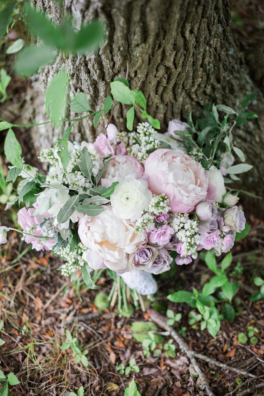 blush bridal bouquet close up