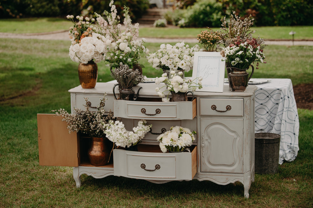 A Garden Party Florist, Maryland Wedding, Inn at Perry Cabin, Bar Decor, DIY Flower Bar, DIY Corsage, Wedding Bar, Tyler Boye Photography