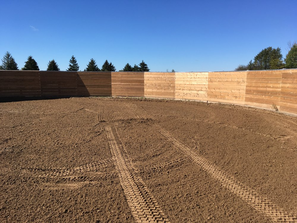 The round pen, measuring 60' in diameter.