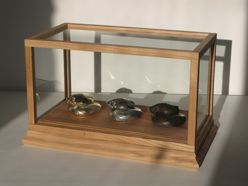 Wayne Youle  Your Straw House , 2012 18ct gold, silver & cast bronze in case 290 x 485 x 280 mm   _______