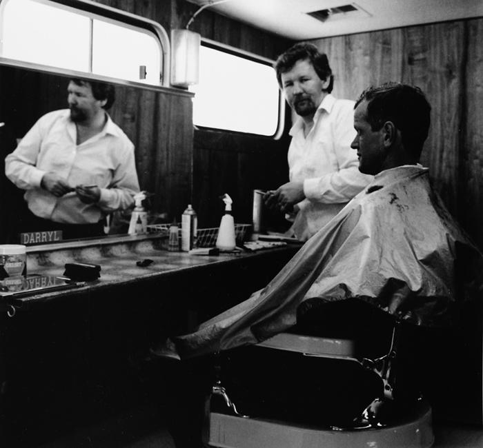 Ans Westra  Mobile hairdresser, Gracefield , 1988 Silver gelatin print 265 x 284 mm  _______