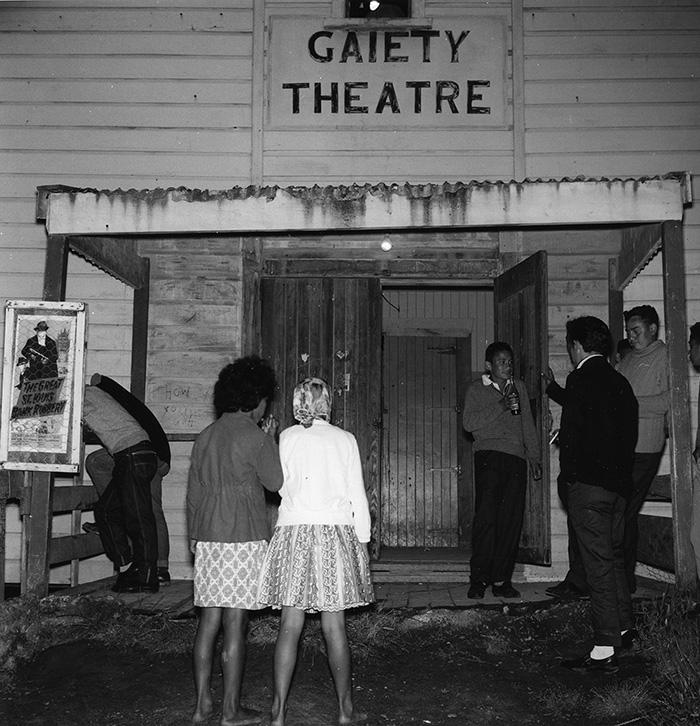 Ans Westra  Gaiety Theatre, Te Kaha , 1963 Silver gelatin print 200 x 210 mm  _______