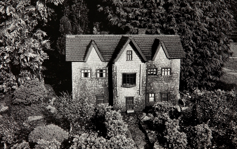 Peter Peryer  Home,  1991 Signed vintage silver gelatin print 285 x 430 mm [Private collection]  ______