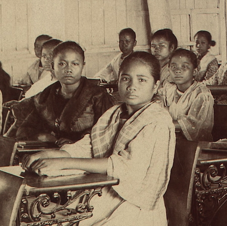On schooling and colonization