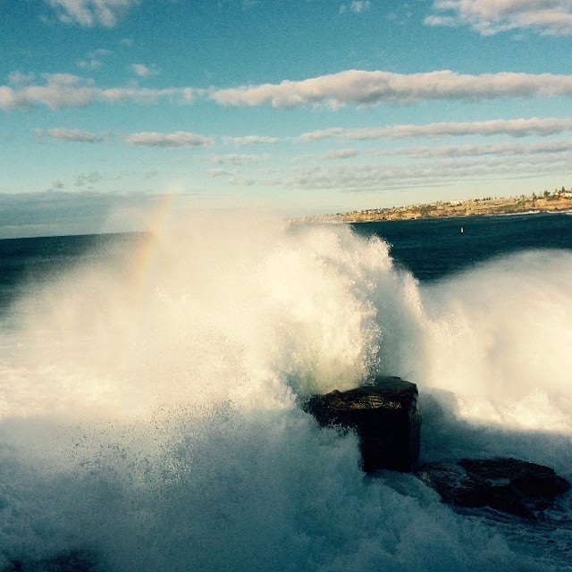 Winter swells bringing in a fresh change after a wonderful Bondi weekend 📷 @theofficialbondinermaid  #benbuckler #northbondi #winterswell #mermaidrock #bondicommunity