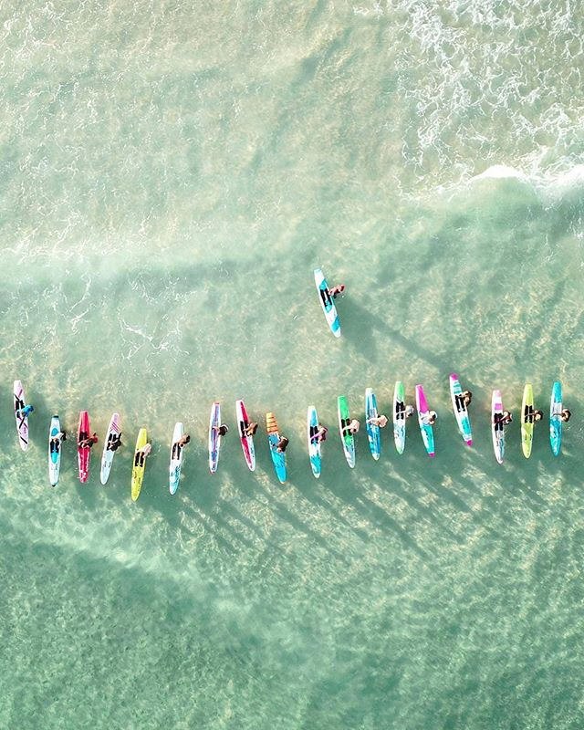 All the colours of the rainbow during the morning paddle out 📷 @lizlassi