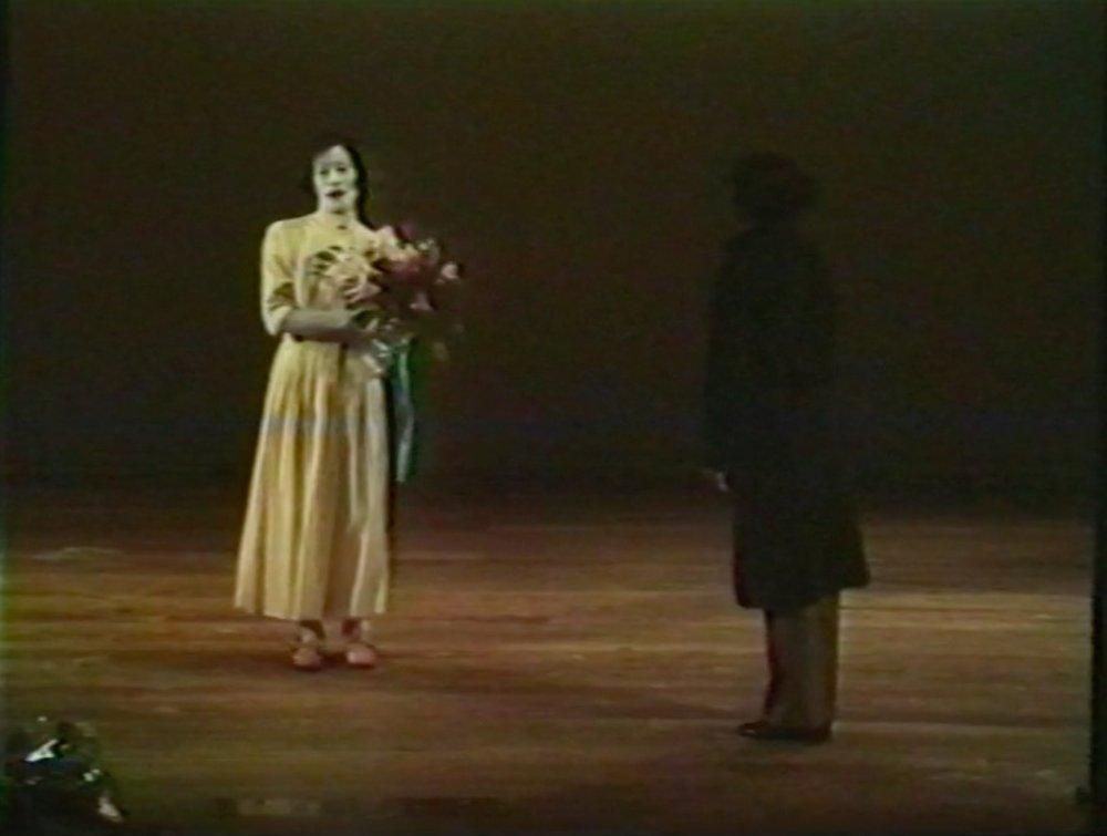 大野一雄の記録映像「ラ・アルヘンチーナ頌」(www.dance-media.com/videodance/zokei/yokohama.html)