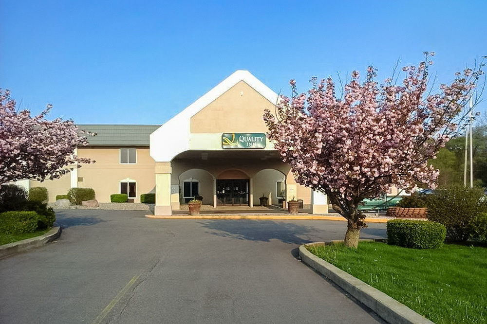 Quality Inn & Suites - (269) 965-3201  2590 Capital Ave SW - Battle Creek, MI 49016