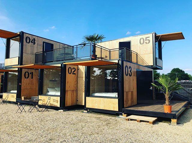 Chambre dans un container avec vue sur le circuit des 24h du Mans. Merci @accorhotels #flyingnest #24hdumans #hotel #concept #jnj @jnj_event_paris #event