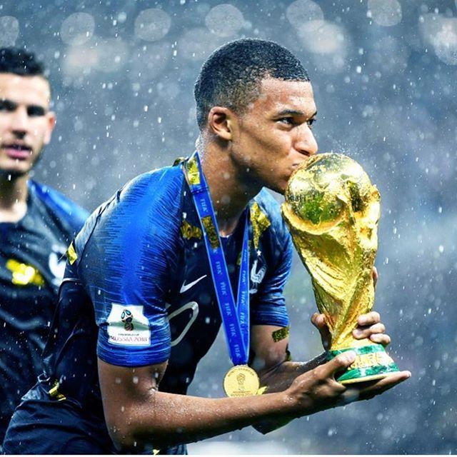 Champions du monde ⚽️🇫🇷💪🏼🍾🎉❤️ #goldenboy
