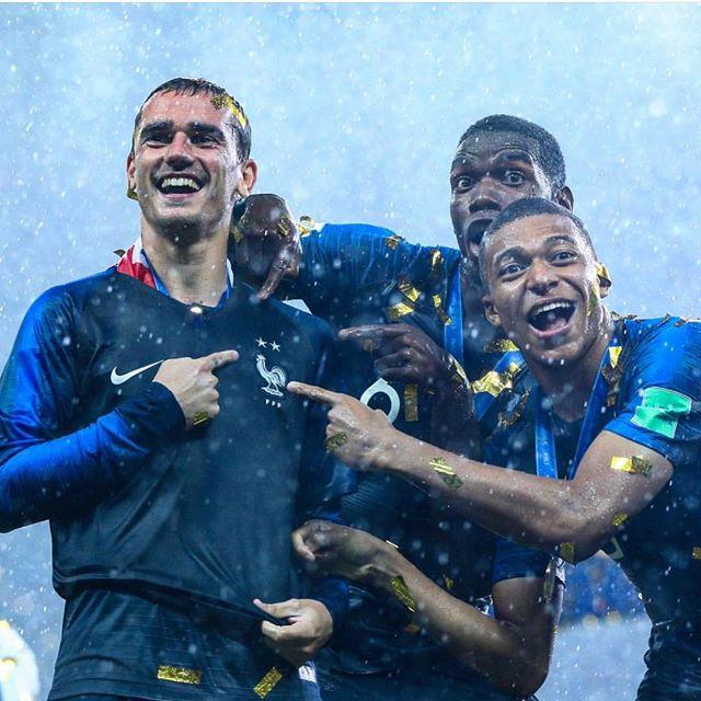 Champions du monde ⚽️🇫🇷💪🏼🍾🎉❤️ x2