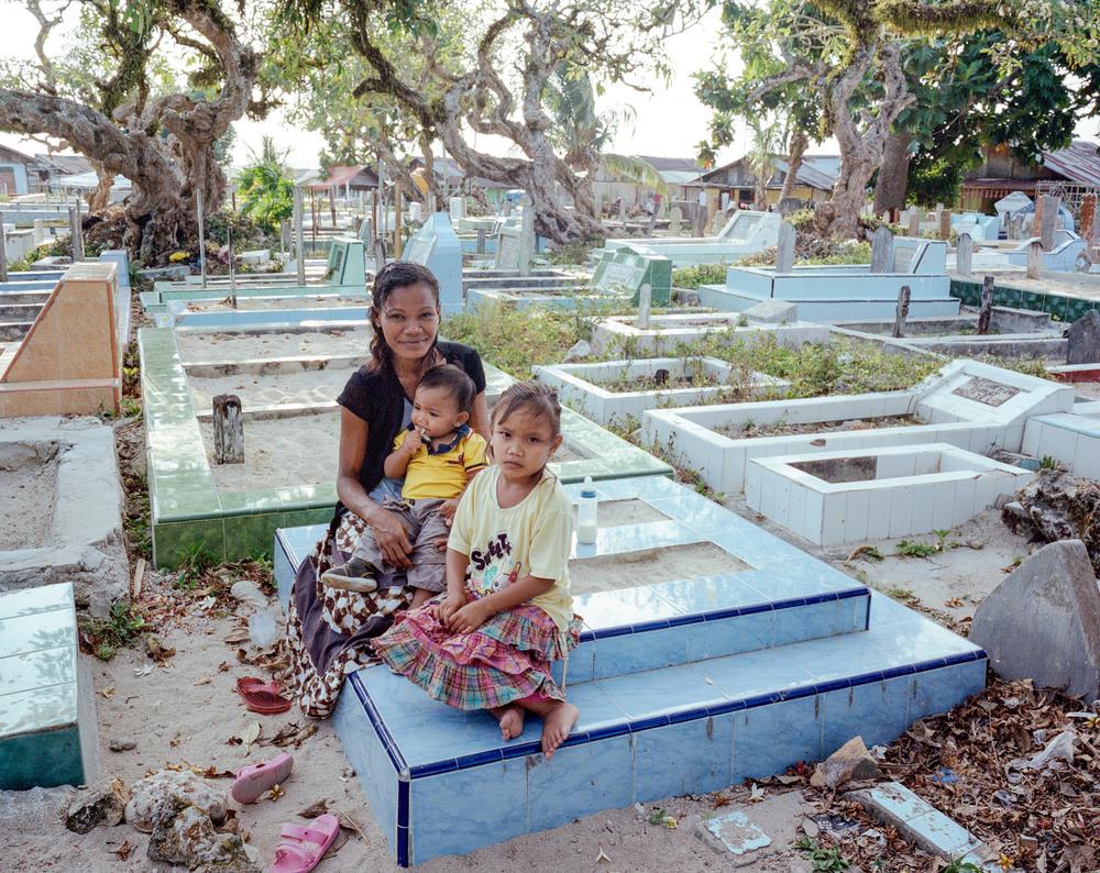 Ibu Siti takes Young and Vio to visit Haikal's grave.