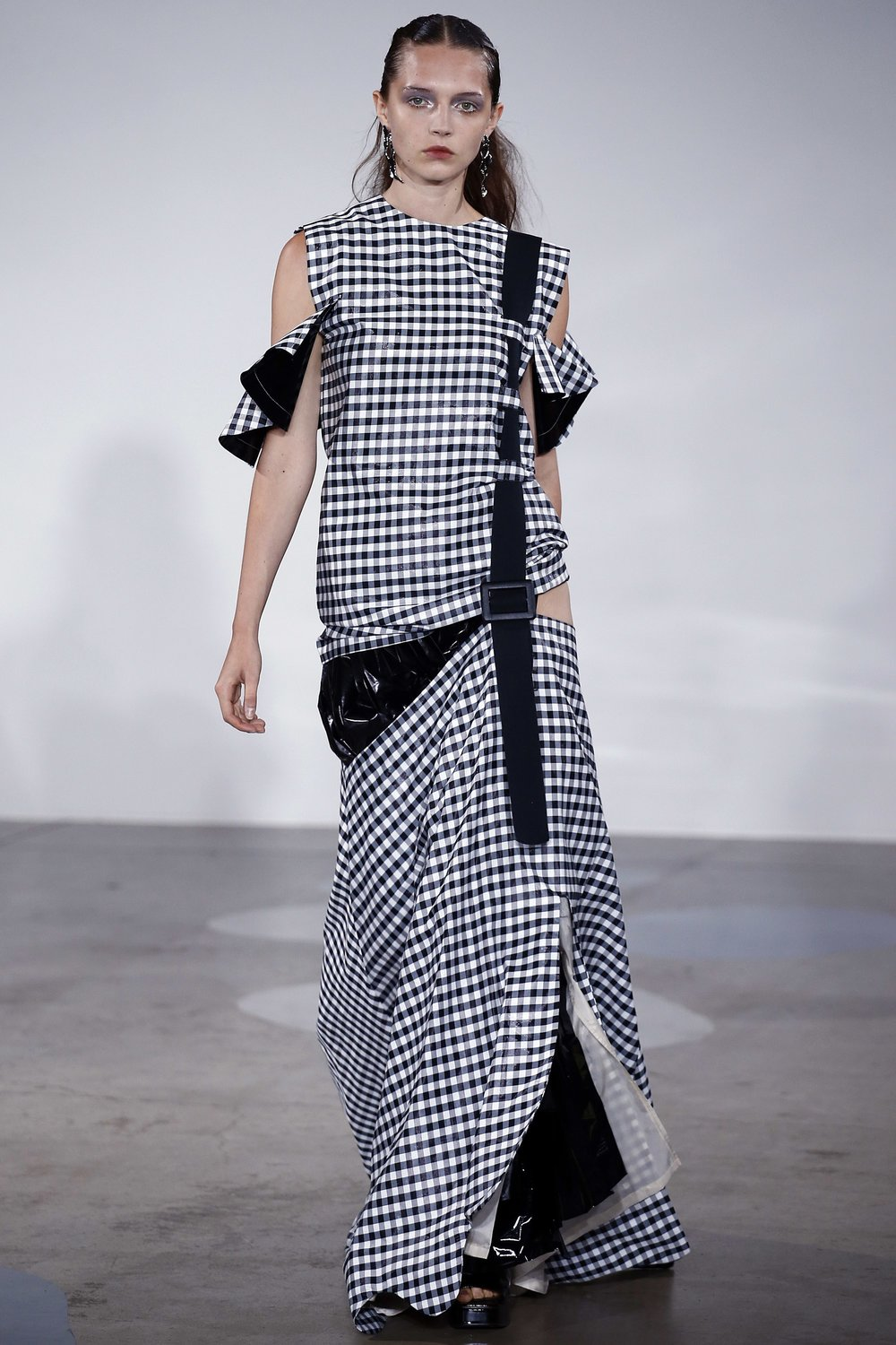 AIN'T NO PARTY LIKE A TOGA PARTY - Just when I think I've cured my gingham addiction, Japanese label Toga pull me right back in...