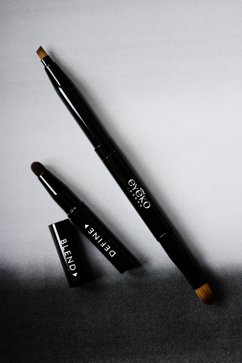 3-IN-1 BRUSH - ____________i hate spending money on makeup brushes. Eyeko have a solution though - a pen which has 3 commonly used brushes in one. Ideal for travelling. You have a line, define and blend brush. Easy as 1, 2, 3!