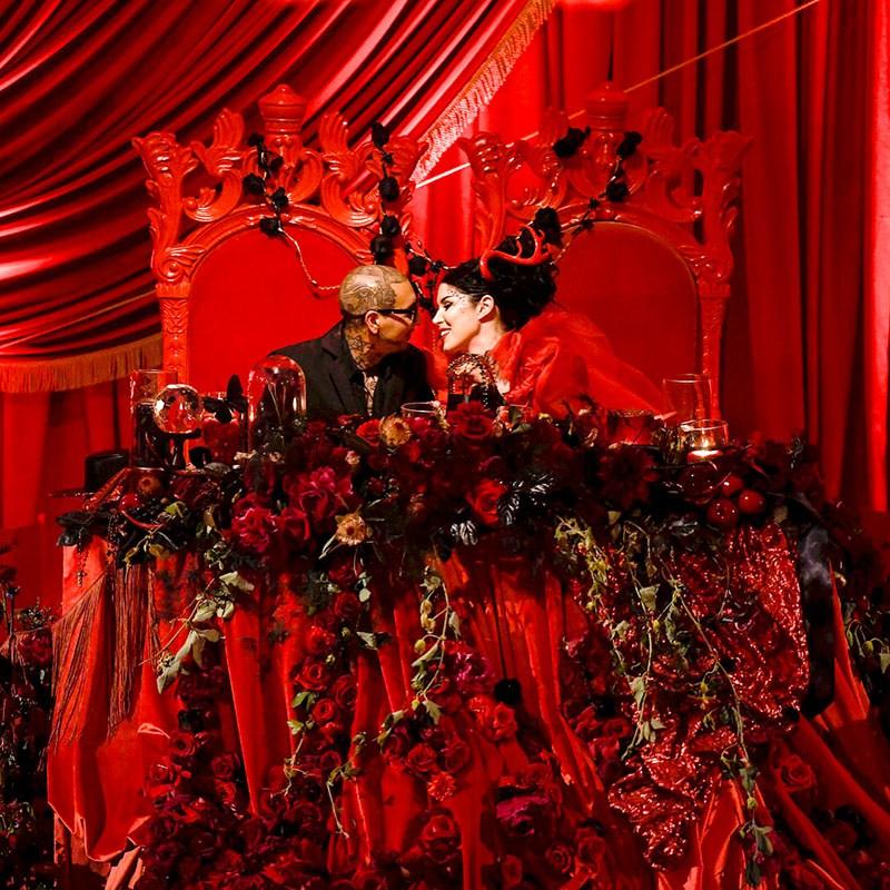 bride-and-groom-in-thrones.jpg