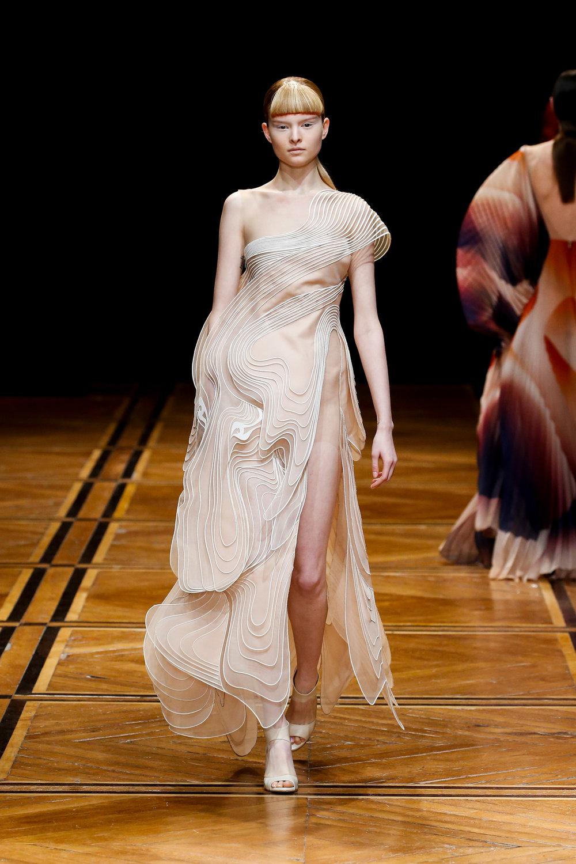 iris-van-herpen-couture-fashion-design_dezeen_2364_col_33.jpg