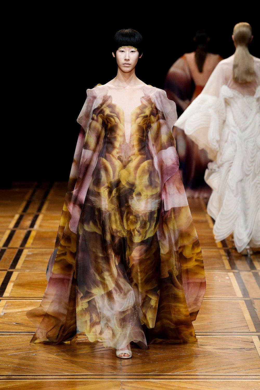 iris-van-herpen-couture-fashion-design_dezeen_2364_col_35-1704x2556.jpg