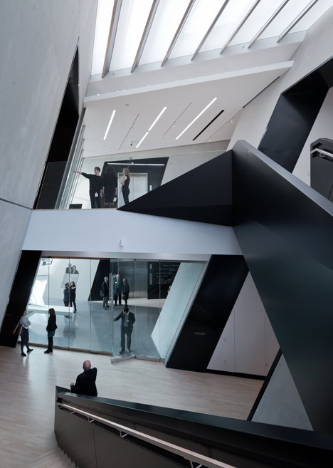 dezeen_Eli-and-Edythe-Broad-Art-Museum-by-Zaha-Hadid_14.jpg